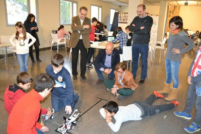 """Quaranta nens i joves participen en el campus de treball """"Casal de Nadal Ski Robòtic"""" del Parc Científic"""